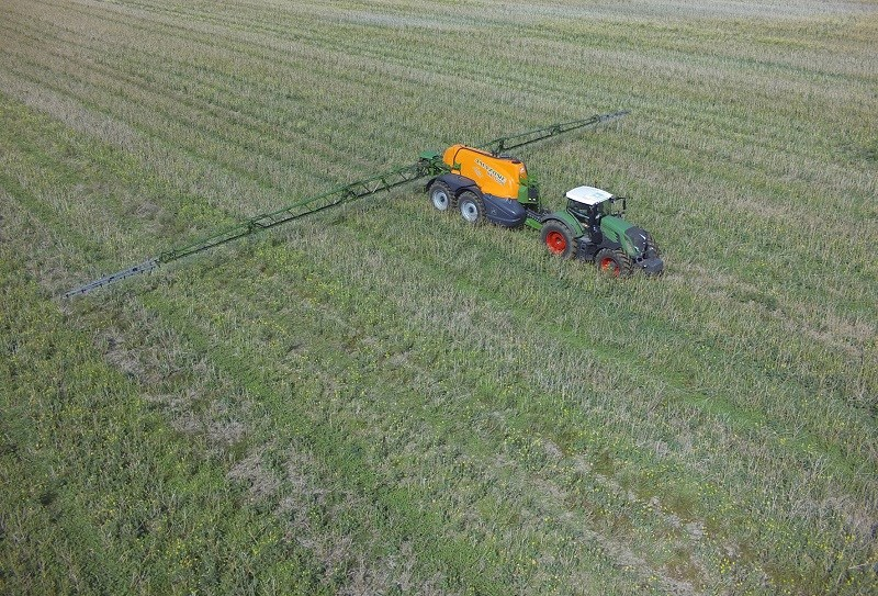 Amazone UX11200 sprayer 2