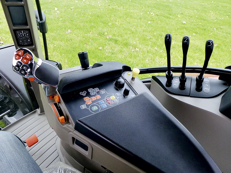 Case IH Maxxum 110 CVT controls 671