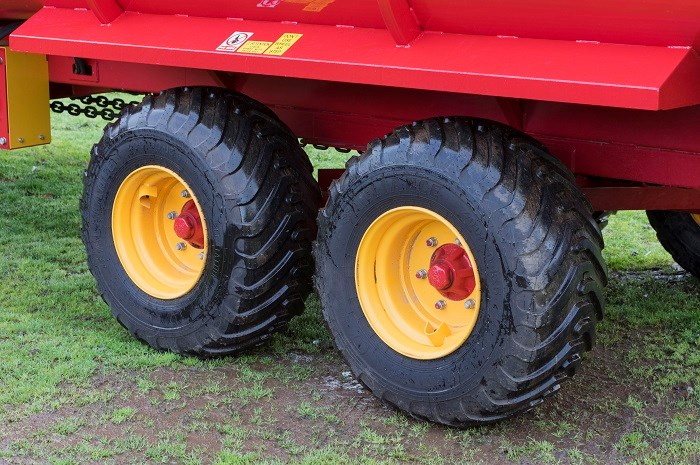 Duncan Ag Multi Plus feeder floatation tyres 8453