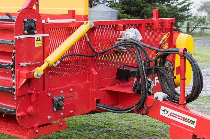 Duncan Ag Multi Plus feeder hydraulic ram 8459