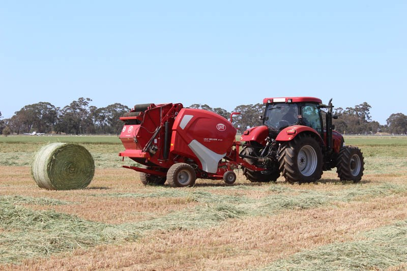 Elmore Field Days 2015 baler demo2