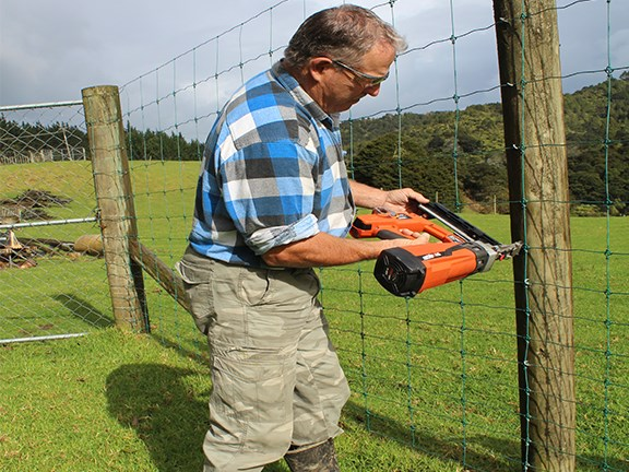 Richard has been using staple guns for the last 20 years and says he wishes he'd had the ST400i in his early days.