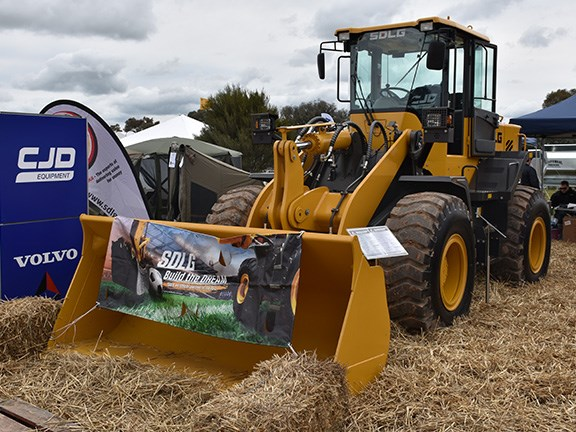 The SDLG LG946L wheel loader from CJD presents as a low-cost alternative to the more expensive brands