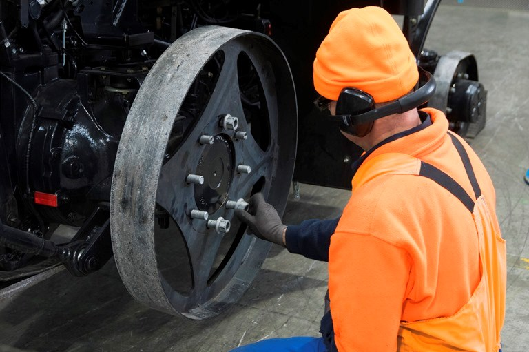 Changing wheels and tyres of the Deutz-Fahr 616C