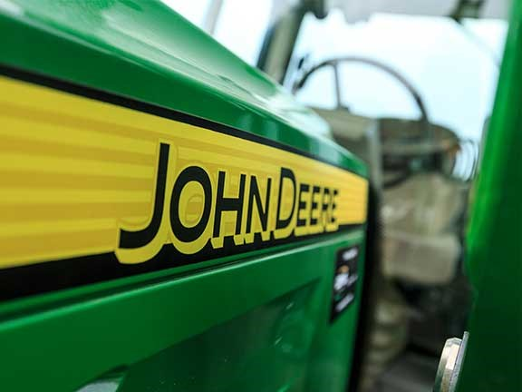 A massively oversized bonnet lets the John Deere 6105M tractor down.