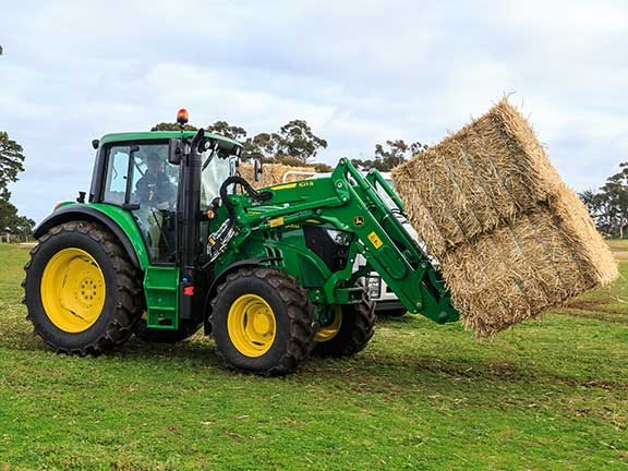 The John Deere 6105M tractor displayed superior manoeuvrability around the track during the 2016 Top Tractor Shootout.
