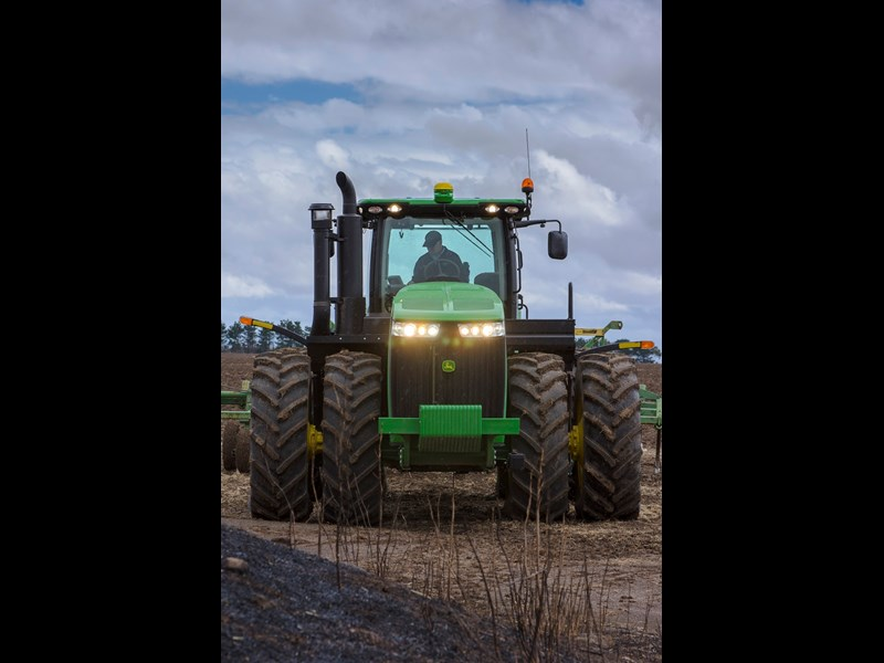 John Deere 9410R tractor lighting
