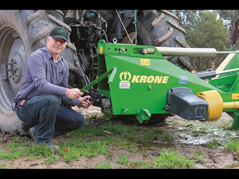 Krone EC R 320 mower blade changing