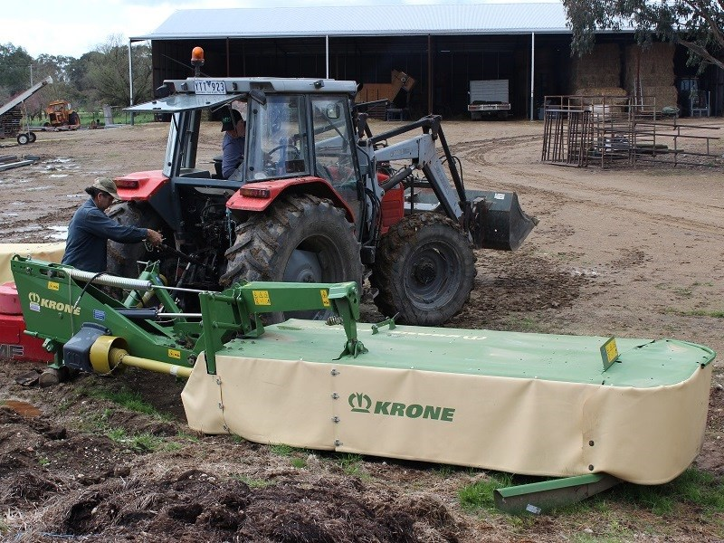 Krone EC R 320 mower linkage