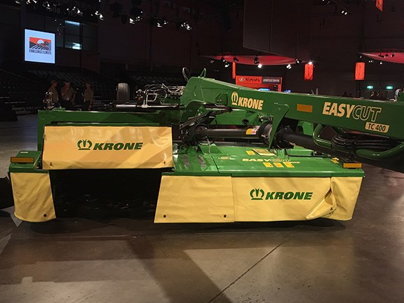 The Krone EasyCut TC400 mower conditioner's centre pivot allows mowing up and down the paddock in either direction.