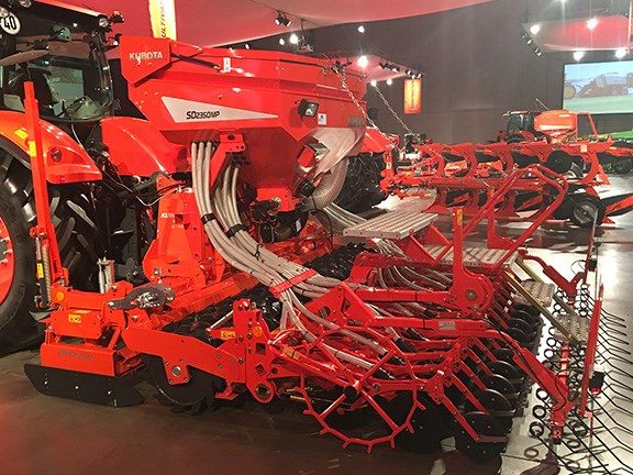 On the Kubota SD2350MP pneumatic seed drill, the seeder bar is directly connected to the roller bar resulting in constant seeding depth regardless of cultivation depth.