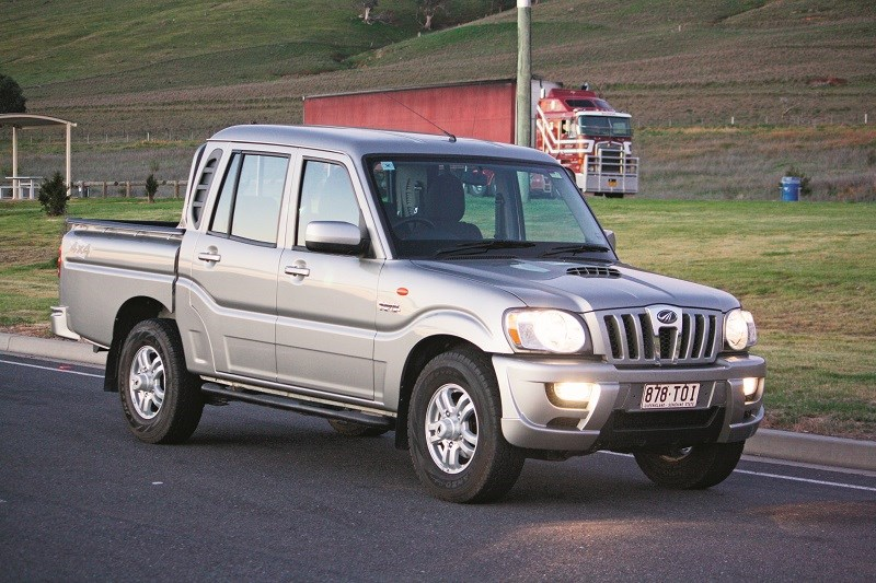 Mahindra Pik Up dual cab on the road 9