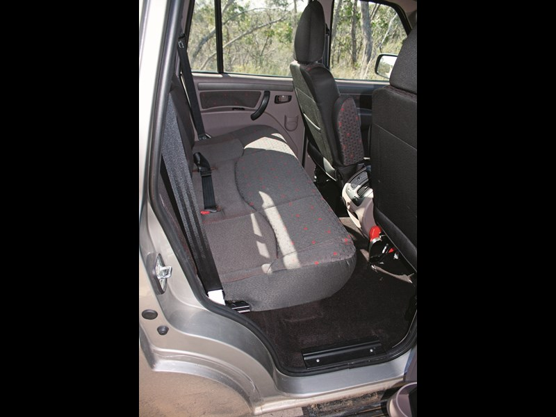Mahindra Pik Up dual cab ute rear seat 10