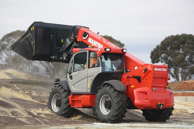 Manitou MLT X 960 loading