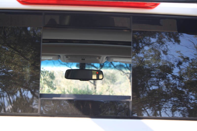 Nissan Navara NP300 rear window 8
