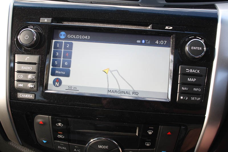 Nissan Navara NP300 touch screen 5