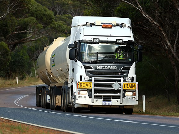 The Scania R620 rumbles north to provide some much-needed harvest fuel.