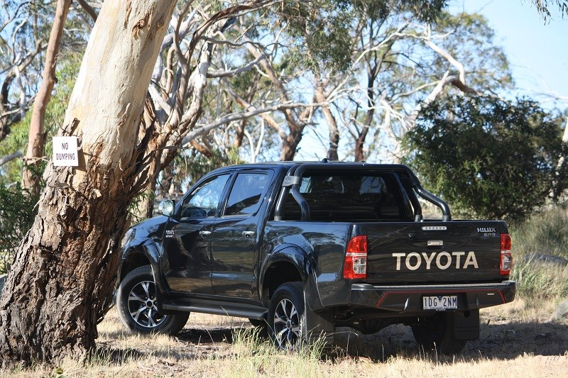 Toyota Hilux Black edition 2014 rear