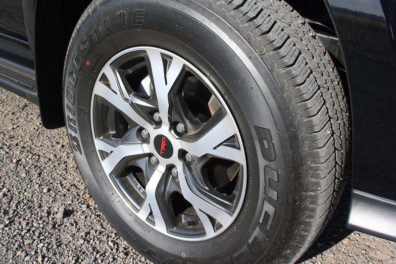 Toyota Hilux Black edition 2014 wheels