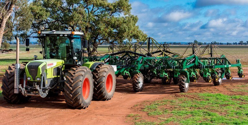 Woodbine utilises a Claas Xerion 3800 and an Excel Stubble Warrior Seeder