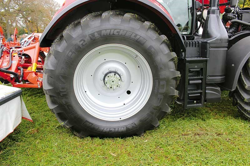 The manoeuvrability is impressive for a 300 hp tractor.