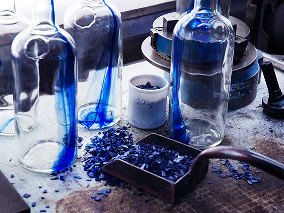 Ardagh used a carefully prepared cobalt colour compound for the Absolut Originality vodka bottles.