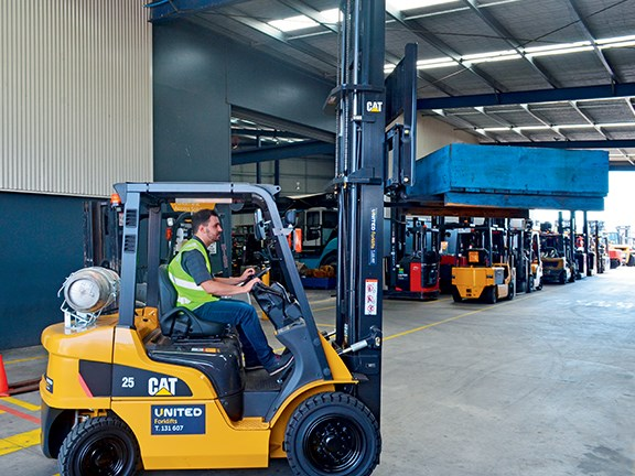 Cat GP25N forklift in warehouse