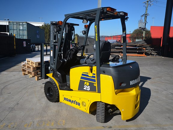 The Komatsu FB25-12 forklift is one of a new breed challenging our preconceptions of electric propulsion.