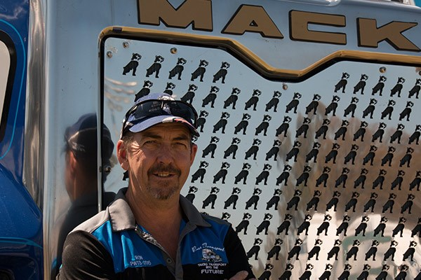 Ron Duncan travelled from Wollongong in the 2015 Mack Super-Liner he drives for Ross Transport. Ron designed the custom-made bulldog grill.