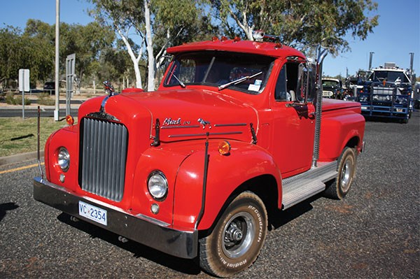 This very cool B61 Mack pick-up copped a lot of looks on the road.