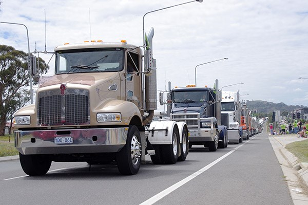 Canberra Convoy Cancer Families 2015 event TradeTrucks11