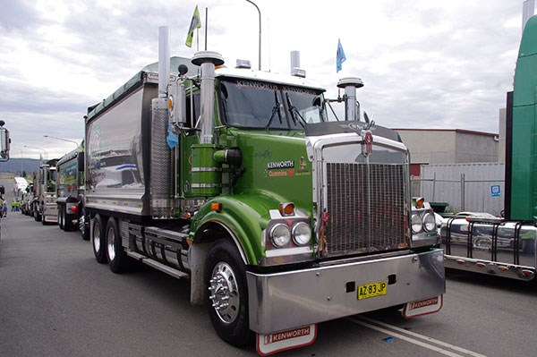 Canberra Convoy Cancer Families 2015 event TradeTrucks21