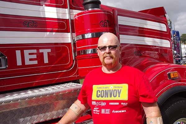 Owner-driver David Mendelson, who goes by the name of Independent Equipment Transport, was happy to support a good cause with his Kenworth T909.