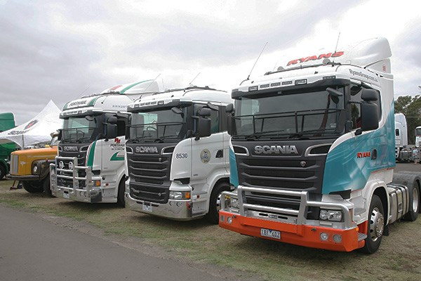 A trio of Scanias.