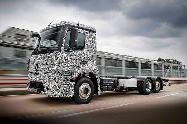 Mercedes Benz Daimler electric Urban eTruck TradeTrucks4