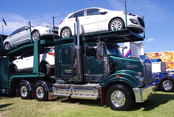 Potbury Haulage's car carrying 2007 Kenworth was the People's Choice winner.
