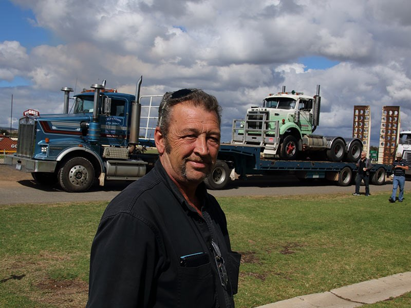 Roger Marchetti hauled the Hume in April 2015, carrying his unrestored 1974 White Road Boss behind Grub Campagnolo's Kenworth.