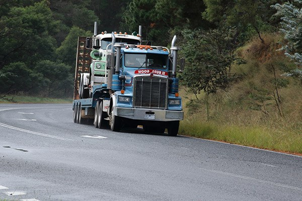 Grub Campagnolo's Kenworth carrying the 1974 White Road Boss on the trailer along the old Hume in NSW.