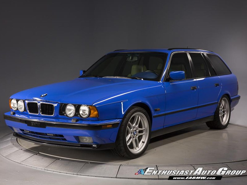 BMW E34 M5 wagon front side