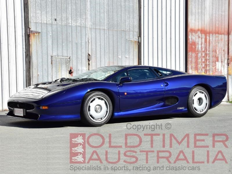 Jaguar XJ220 front side