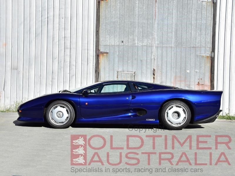 Jaguar XJ220 side