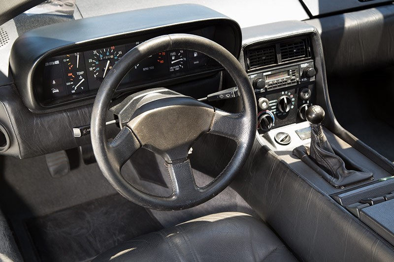 delorean dmc 12 dash 2