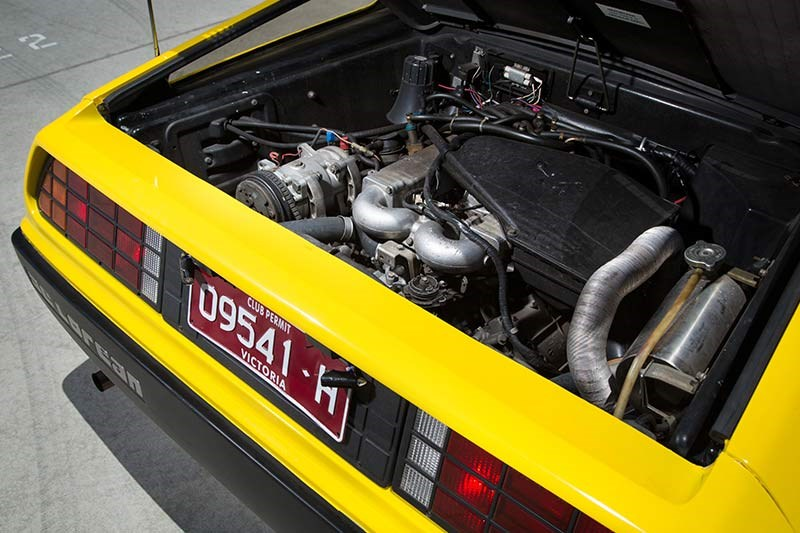 delorean dmc 12 engine bay