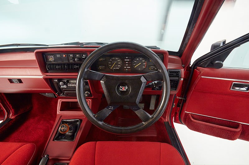 hdt commodore vc red console