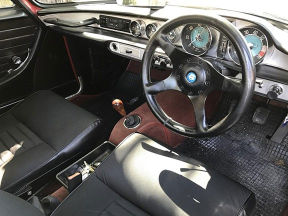 The 1968 Volvo P1800 S interior