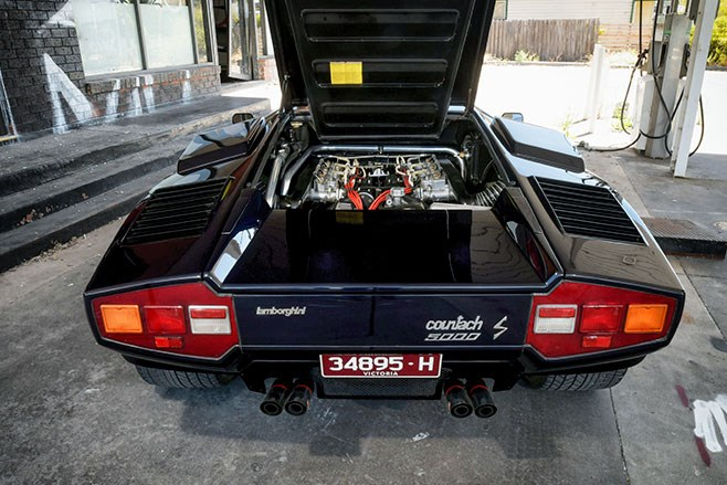 lamborghini countach rear 2
