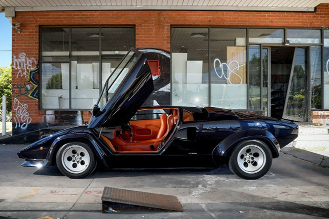 lamborghini countach side