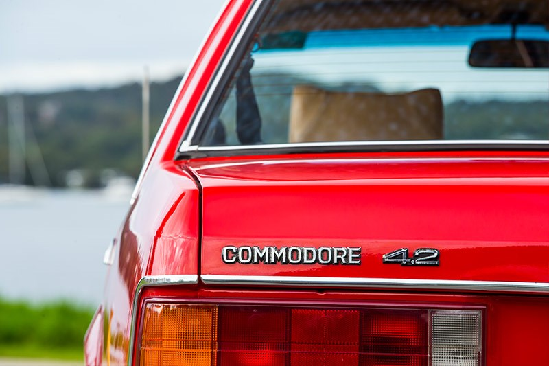 holden commodore boot