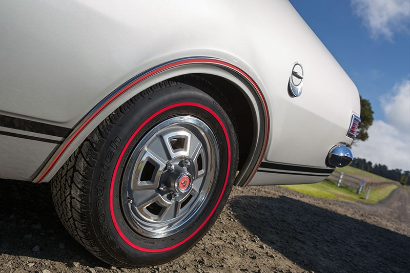 holden monaro gts 327 wheel