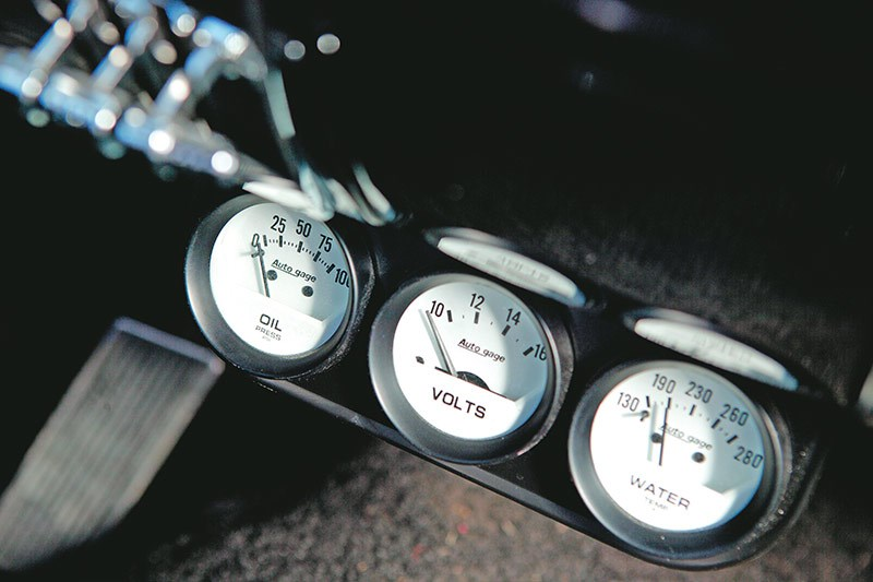 ford mustang gauges